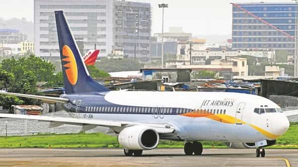 Jet Airways is combating a cash crunch amid high jet fuel costs, intense competition (Mint)