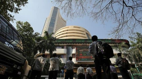IPO fees of investment banks fell to  ₹298.4 crore so far this fiscal year, from a high of  ₹794.5 crore in FY18 (Mint)