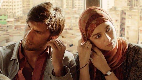 Ranveer Singh and Alia Bhatt in a still from 'Gully Boy'.