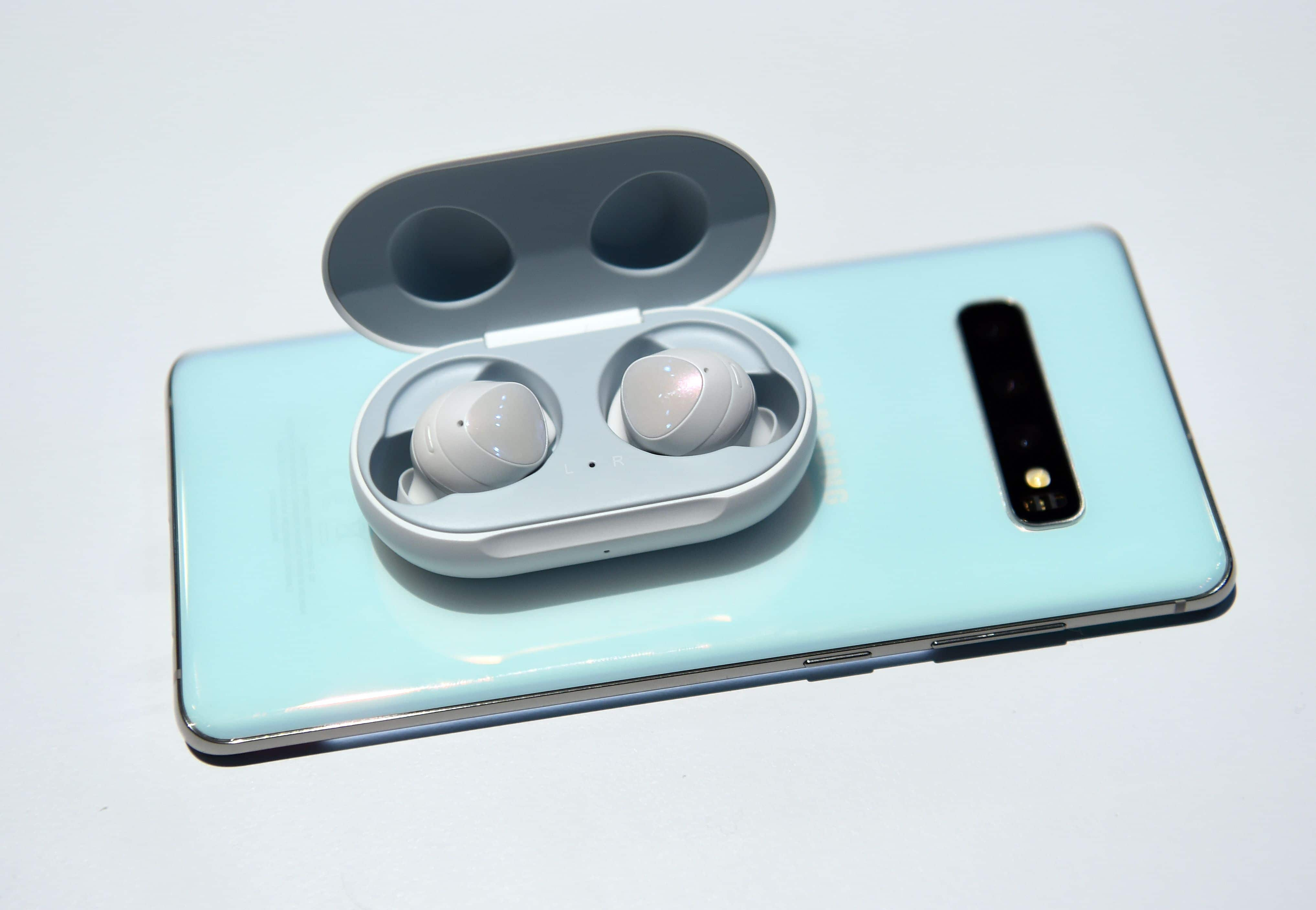 Except Galaxy S10e, all the new Galaxy S10 variants have the reverse wireless charging functionality which allows them to wirelessly charge other compliant devices. In this image Galaxy Buds charge wirelessly atop an S10. The Galaxy Buds directly rival Apple's Air Pods and offer six hours music playtime. They come with a charging case.  (AFP)