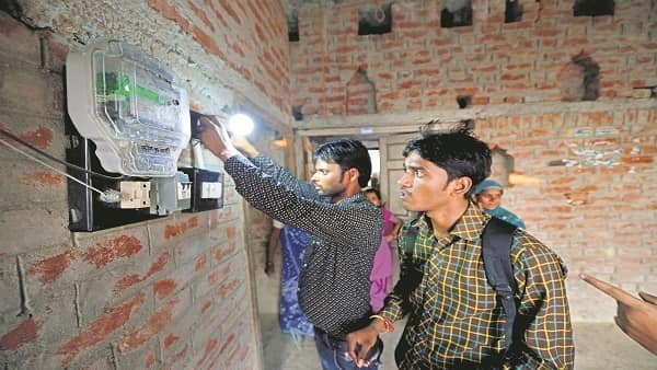 The Narendra Modi government simply finished the job of electrification started by previous governments, but quality of access still remains an issue. (Pradeep Gaur/Mint)