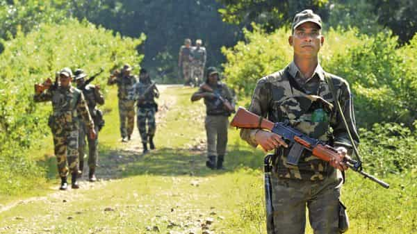 Ranchi – 2 policemen killed by maoists in open fire.
