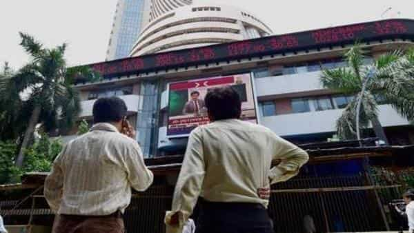 Sensex hit a fresh new intra-day high of 39,121 in today's session