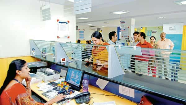 Private sector banks are more proactive in adopting credit scoring technology than public sector banks, shows study (Mint)