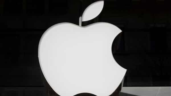 Apple Inc and Qualcomm Inc have settled royalty dispute.  (Reuters )