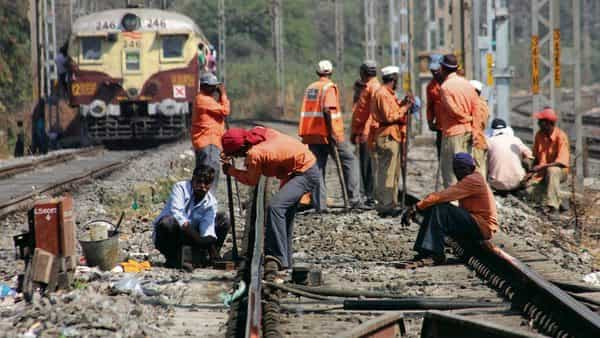 205 railway projects report cost overrun of ₹2 21 lakh crore