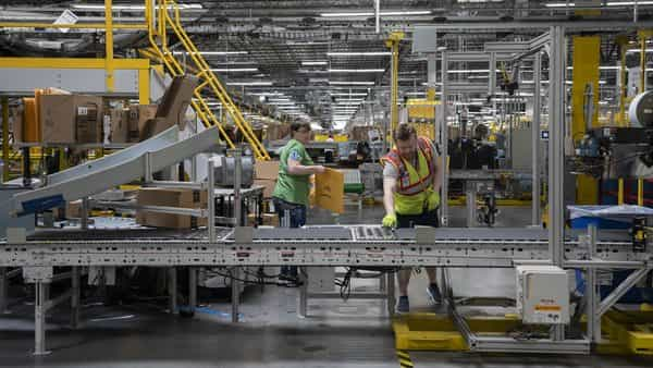 Employees work at the Amazon.com Inc. fulfillment center in Baltimore, Maryland, US.  (Photo: Bloomberg)