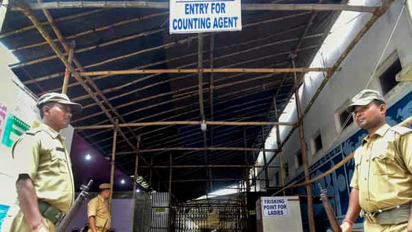 South Dinajpur: Police personnel stand guard near a strong room where EVMs (Electronic Voting Machines) are kept, on the eve of Lok Sabha elections results, at Balurghat in South Dinajpur district of West Bengal.  (PTI )