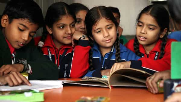 A controversy has broken out on the recommendation of an HRD Ministry panel to teach Hindi in non-Hindi speaking states. (HT)