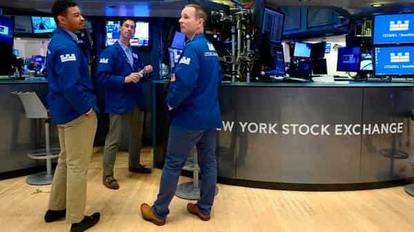 The gains were capped by energy sector's 1.45% drop, the most among five S&P sectors trading lower, as crude prices extended declines (Photo: AFP)
