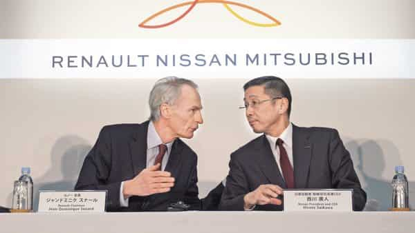 Renault chairman Jean-Dominique Senard (left) and Nissan CEO Hiroto Saikawa at the Nissan headquarters in Yokohama, Tokyo.  (Photo: AP)