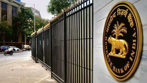 RBI said that the banks are free to provide additional value-added services, including issue of cheque book (Photo: Mint)