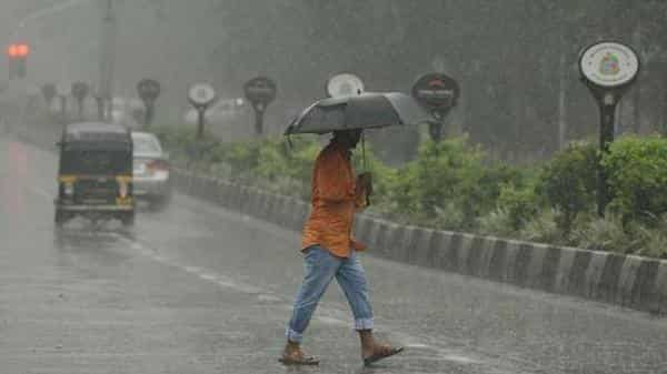 Cyclone Vayu intensifies in Gujarat: Heavy rainfall expected