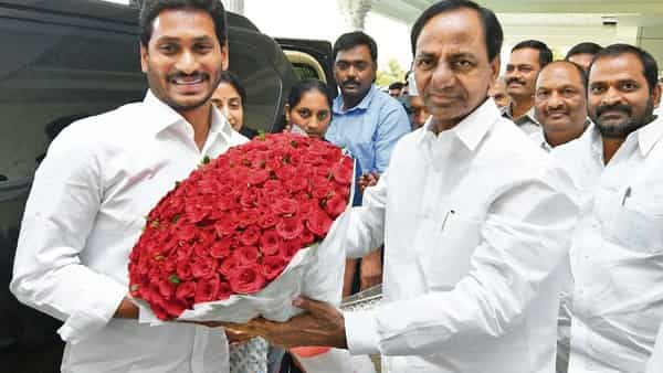 Telangana Chief minister K. Chandrashekhar Rao (right) invited his Andhra counterpart Y.S. Jagan Mohan Reddy for the inauguration ceremony
