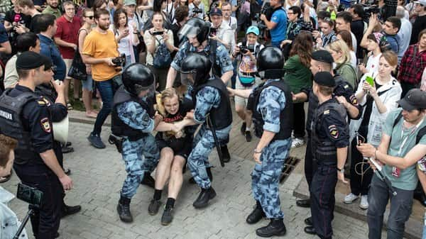 Police officers detain a protester during a march in Moscow (Photo: AP)