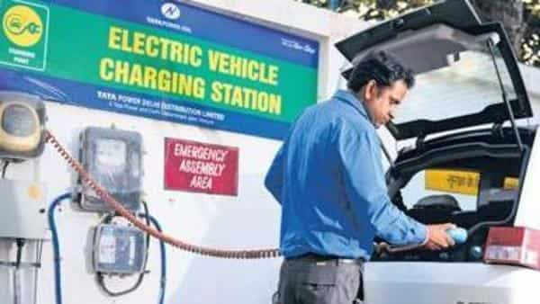 Siam urges govt to promote alternate fuel till EVs gain prominence
