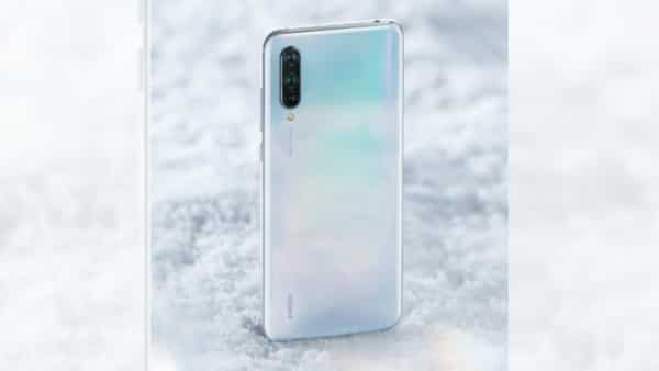 Xiaomi launched a brand-new series of smartphones called Mi CC9 in China aimed at youngsters. The smartphone features a stunning design and comes with a 6.39-inch AMOLED display, Snapdragon 710e processor. It has a U-shaped notch at the front to house the 32MP front facing camera. At the back, it has a triple camera setup with a 48MP primary sensor. Its global variant, the Mi A3, was launched at an event in Spain. It comes with roughly the same specifications except the display—it has a lower spec display with HD+ resolution.