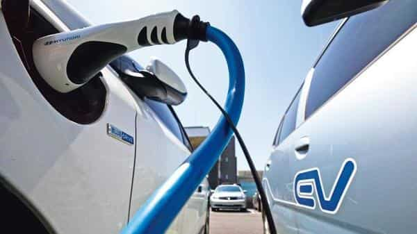 The project is about converting 500-km of expressway into electric corridors with facilities for charging electric vehicles (Photo: Bloomberg)