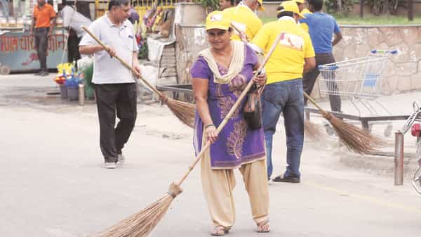 The Survey touted the Swachh Bharat Mission as one of the largest cleanliness drives in the world (Mint file)