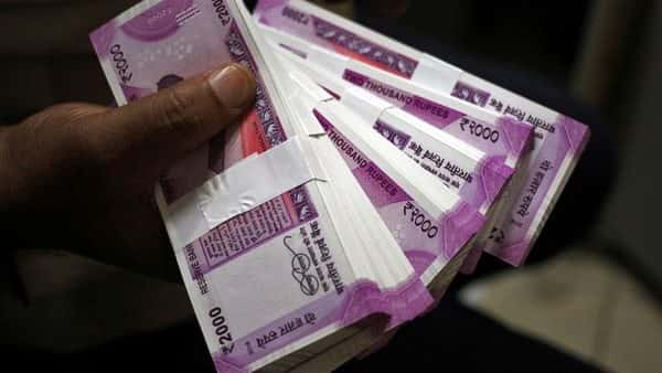 Cost of a  ₹2000 currency note fell 65 paise or 18.4 per cent in 2018-19 (Reuters)
