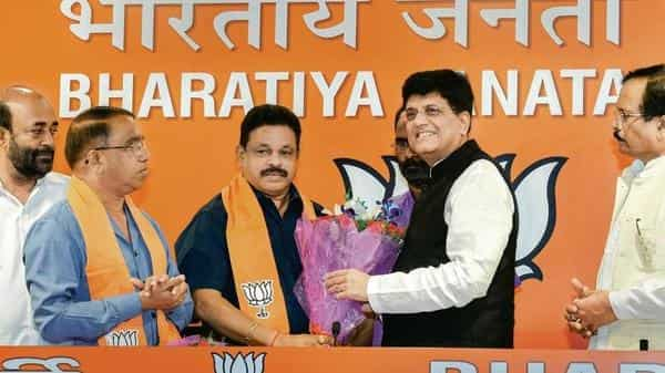 Former Congress legislators Subhash Shirodkar (second from left) and Dayanand Sopte (third from left) with railway minister Piyush Goyal, in New Delhi, Tuesday.