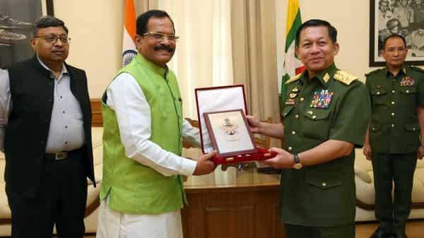 MoS Defence Shripad Naik with Senior General Min Aung Hlaing, Commander-in-Chief of Defence Services,of the Republic of Union of Myanmar (Photo: @PIB_Panaji)
