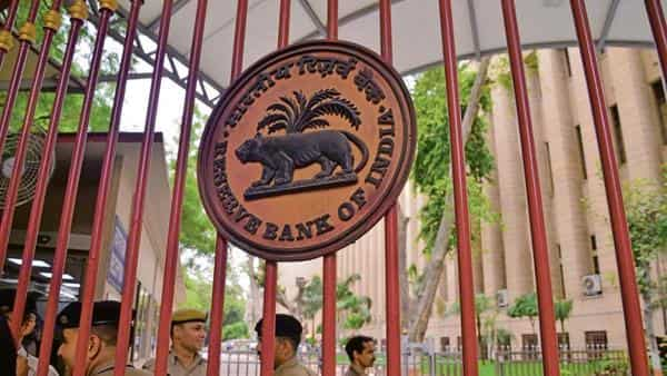 Economists call for sharper rate cut by RBI to boost consumption
