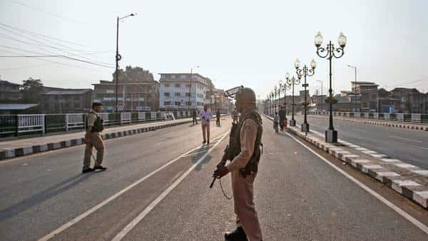 Security forces stand guard in Srinagar. Abolishing Article 370 has been on the BJP's agenda for long. (Photo: Reuters)