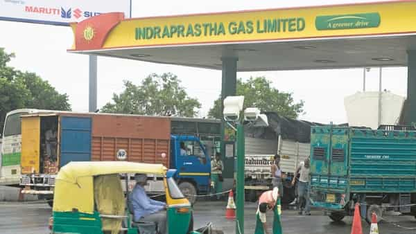 IGL is spending  ₹600 cr on setting up 100 CNG stations. (Mint )