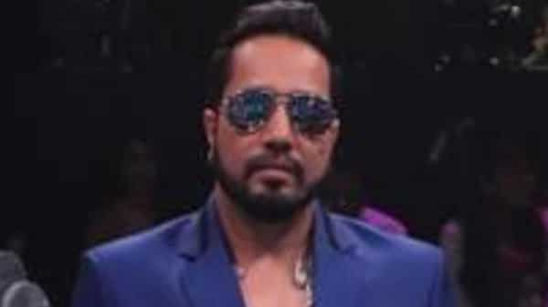 Mika Singh's performance at wedding in Karachi sparks outrage