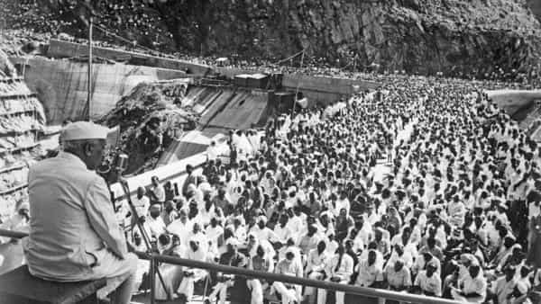 India's first Prime Minister, Jawaharlal Nehru, makes a speech during the opening of the Bhakra dam in Himachal Pradesh in 1963. (Photo: Bettmann Archives)