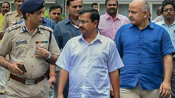 Delhi Chief Minister Arvind Kejriwal and his deputy Manish Sisodia during their visit to AIIMS, in New Delhi (Photo: PTI)