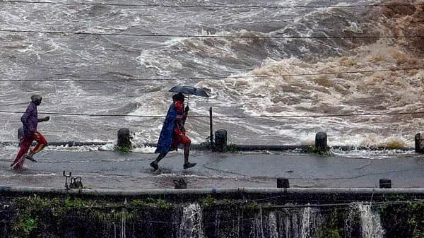 In flood-ravaged Kerala, death toll touches 121