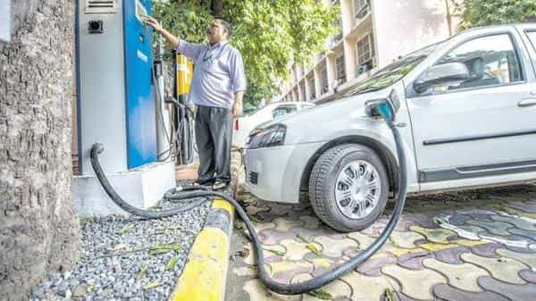 India wants its automobile industry to progressively shift to electric vehicles as part of its strategy to fulfil its climate change commitments (Mint file)