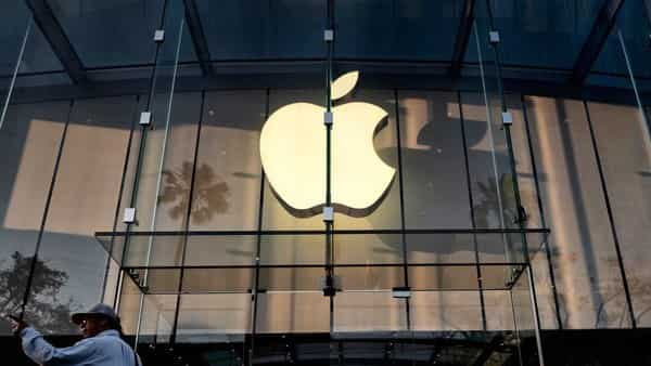 Apple has been in talks with officials in India to come up with its own store in the fastest-growing smartphone market in the world for quite some time,. Photo: AP