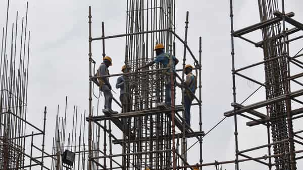The near collapse of manufacturing growth at 0.6% in June quarter against 3.1% growth in preceding three months also reveals dismal state of the industrial sector (Photo: Reuters)