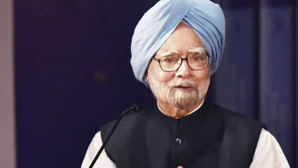 Economy deeply worrying, India can grow much faster: Manmohan Singh