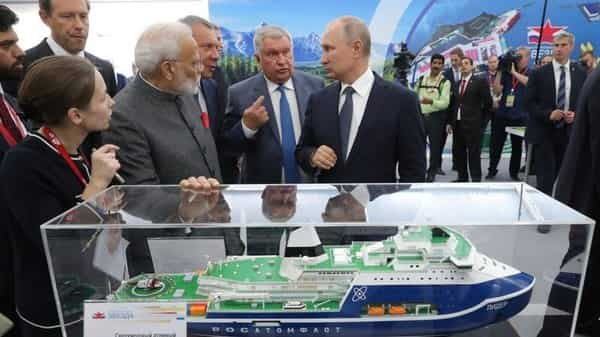 Russian President Vladimir Putin and Indian Prime Minister Narendra Modi listen to Rosneft CEO Igor Sechin as they visit the shipbuilding plant 'Zvezda' outside Vladivostok, Russia. (REUTERS)