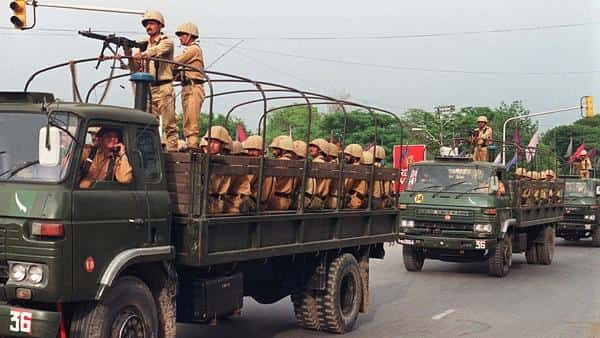 Pakistan moves 2,000 soldiers within 30 kms of LoC: Report
