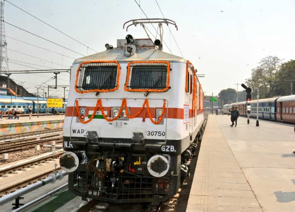 An electric locomotive equipped with HOG technology.