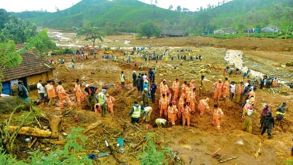 A search for survivors after a landslide at Puthumala, Meppadi, in Kerala's Wayanad district on 11 August. (Photo: Getty Images)