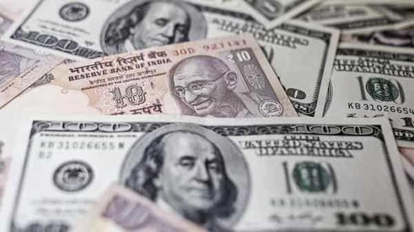 The currency had opened at 71.08 as traders exercised caution eyed US-China trade talks (Photo: Bloomberg)