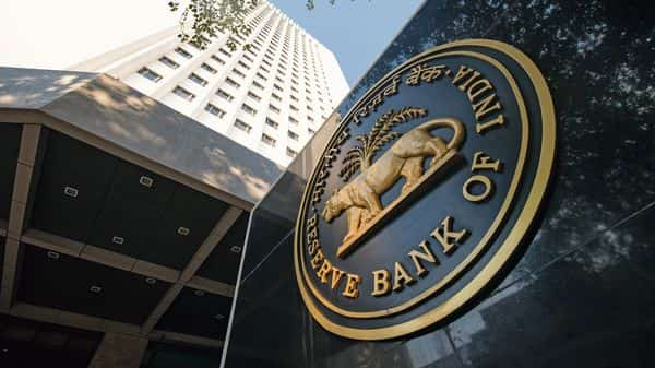 Experts opined that another rate cut is on the cards as the government's hands are tied and the onus of taking initiatives now rests with the RBI (Photo: Mint)