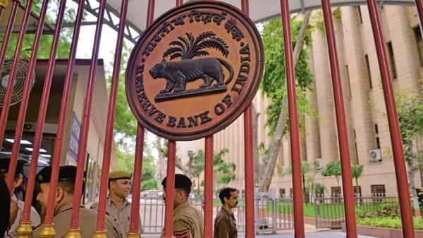 The RBI's objective is create swift and cost-effective mechanism for grievance redressal and create an additional tier for resolving complaints. (Ramesh Pathania/Mint)