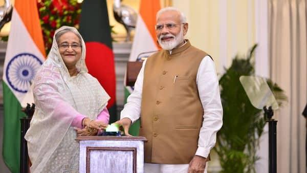 Bangladesh Prime Minister Sheikh Hasina meets PM Narendra Modi at Hyderabad House, New Delhi. Photo: Pradeep Gaur/Mint
