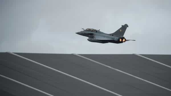 A Rafale fighter jet, manufactured by Dassault Aviation, takes off at Saint-Dizier Air Base (File photo: Reuters)