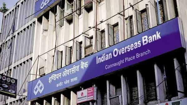 Indian Overseas Bank would reduce the interest rate applicable for retail segment (Pradeep Gaur/Mint)