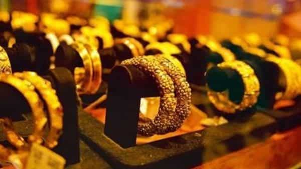 Gold prices fall for 3rd day, down ₹2,200 from last month's high; silver up - Livemint thumbnail