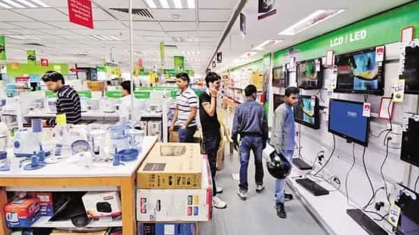 Online retailers famous for doling out hefty discounts and cashbacks continue to be the preferred choice for urban Indian shoppers. (Photo: Priyanka Parashar/Mint)