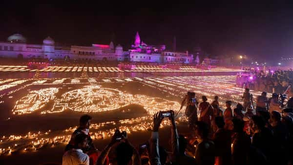 Earthen lamps illuminate the banks of the River Sarayu as part of Diwali celebrations in Ayodhya (Photo: AP)